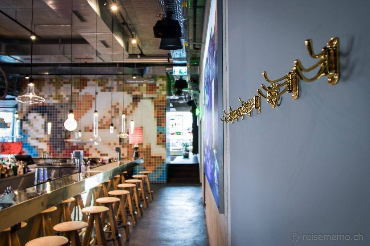 Cinchona Bar mit asiatischer Liebesszene
