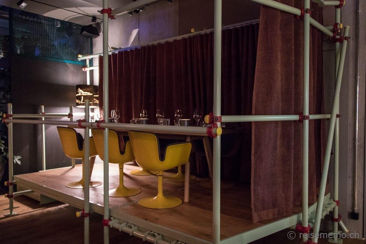 Restauranttisch im Baustellenlook