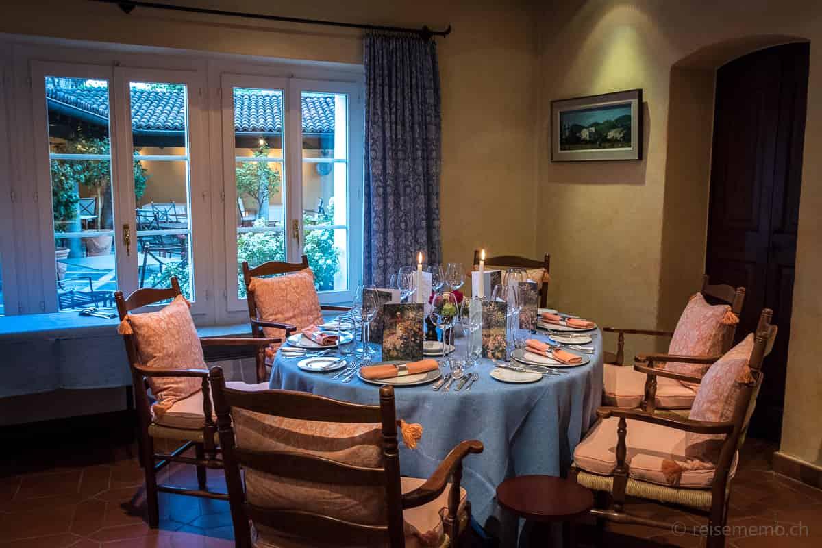 Gedeckter Esstisch im Restaurant Locanda Barbarossa
