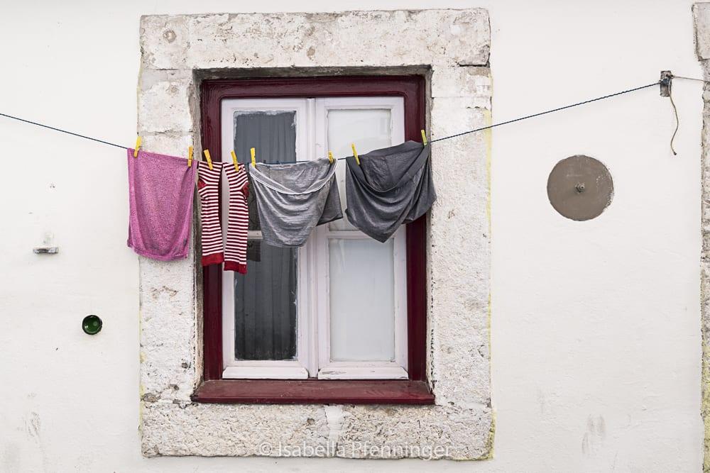 Wäscheleine in den Strassen Lissabons