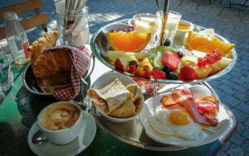 Cafe des Amis Zuerich Brunchetagere