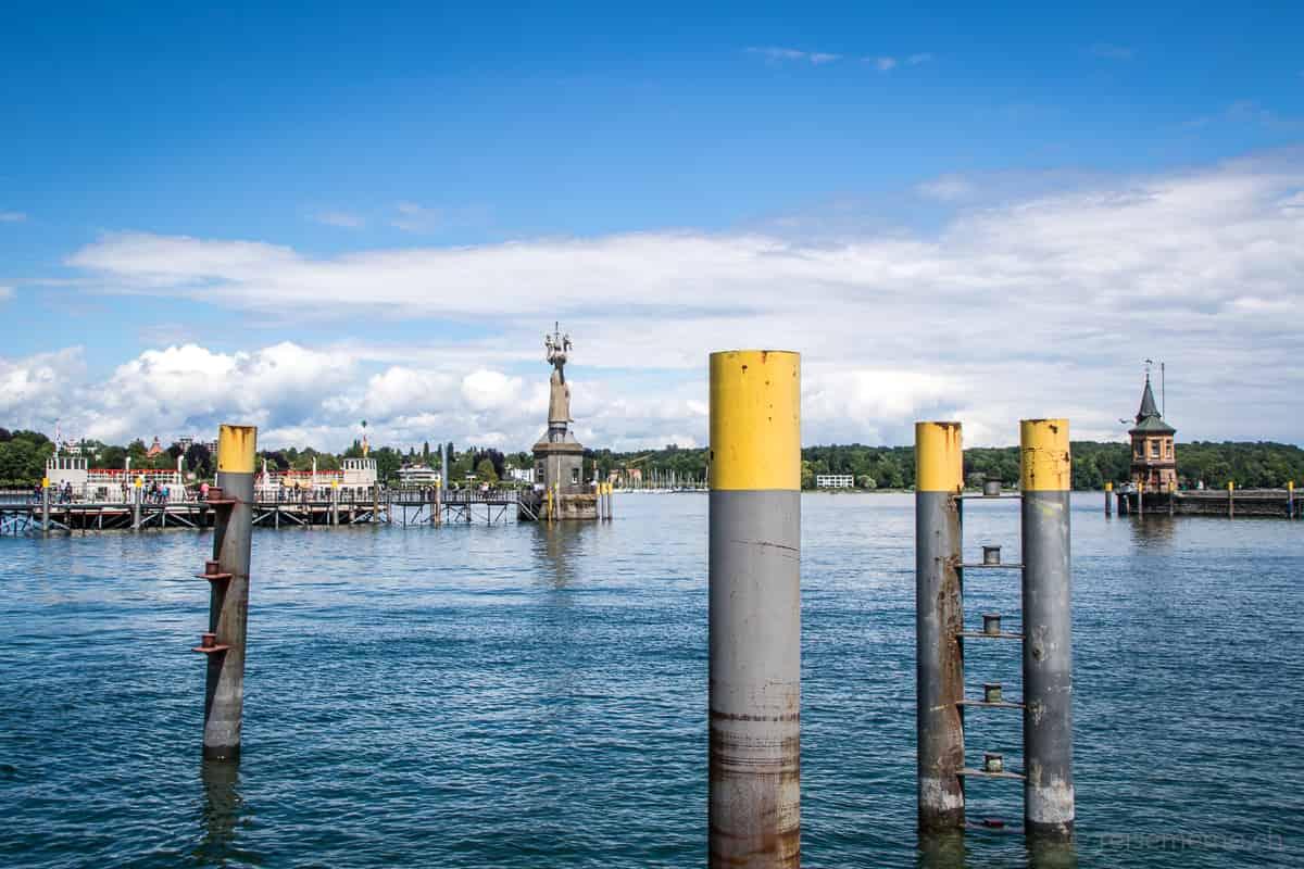 Hafeneinfahrt von Konstanz mit Imperia auf ihrem Sockel