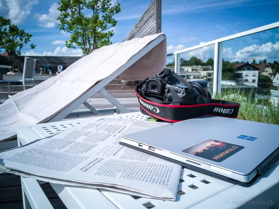 Reiseblogger-Ausrüstung auf der Riva Dachterrasse in Konstanz