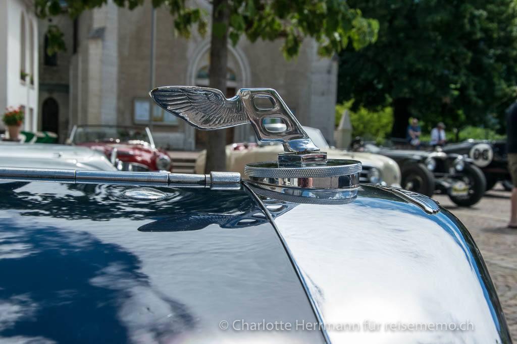 Kühlerfigur eines Bentley Derby