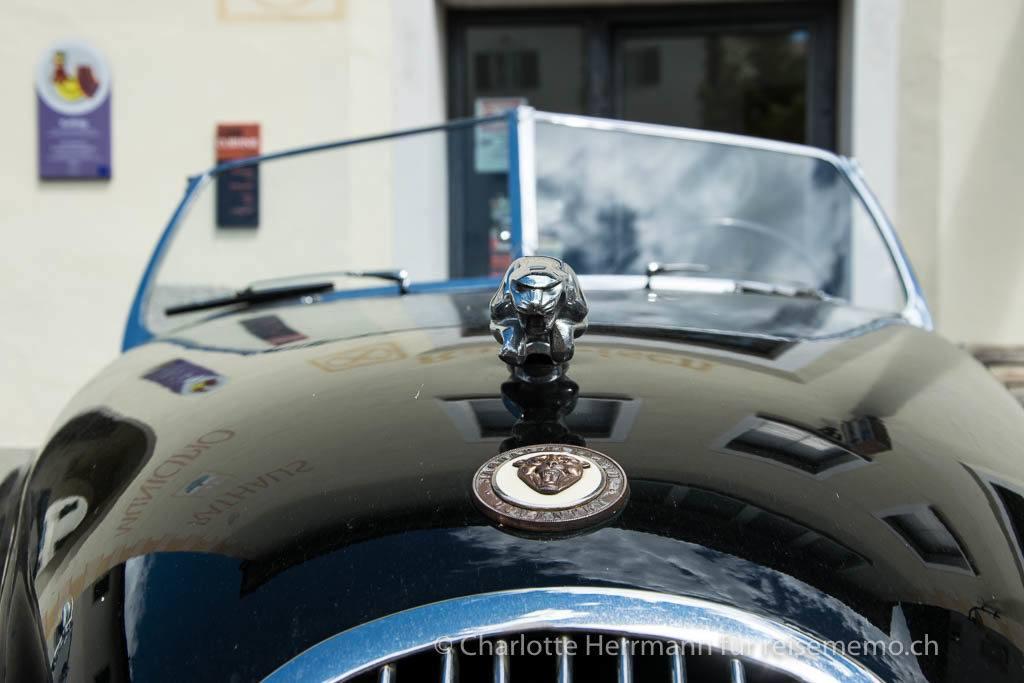 Kühlerfigur eines Jaguars XK 120 OTS, Baujahr 1952