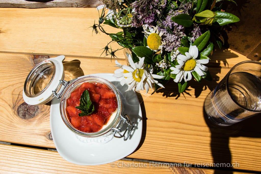 Erdbeer-Tiramisù von der Gompm Alm