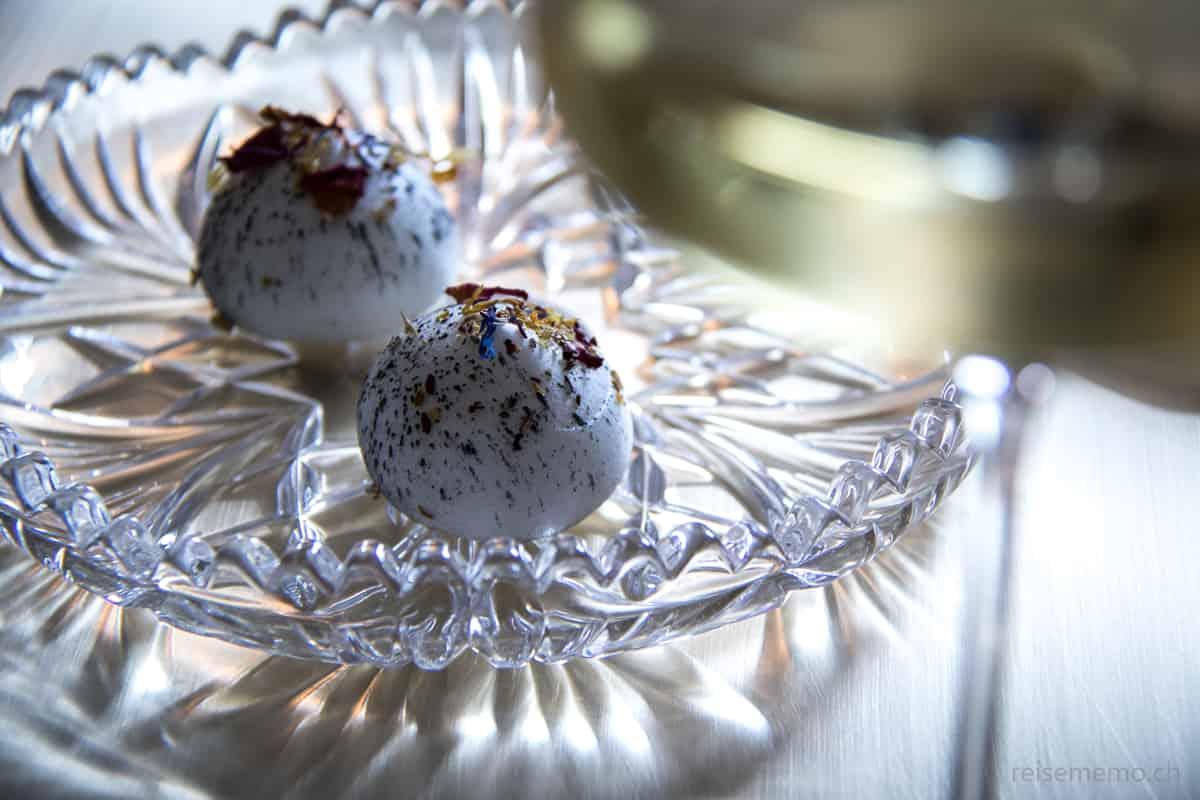 Macaron mit Entenleber und Dörrbirne