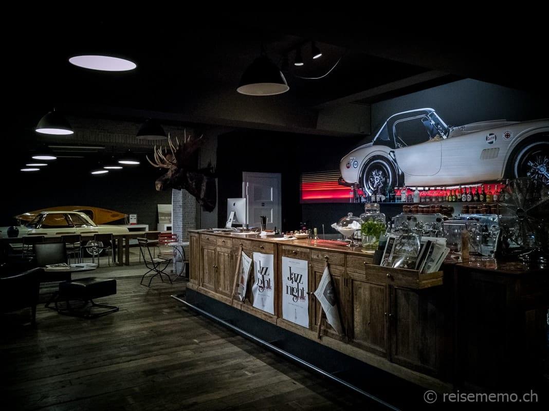 Bar und Garage des Rare Street Coffee