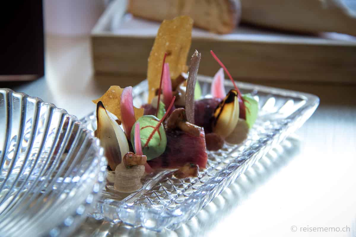 Rindsröllchen mit Pfifferlingen und Kartoffelchip
