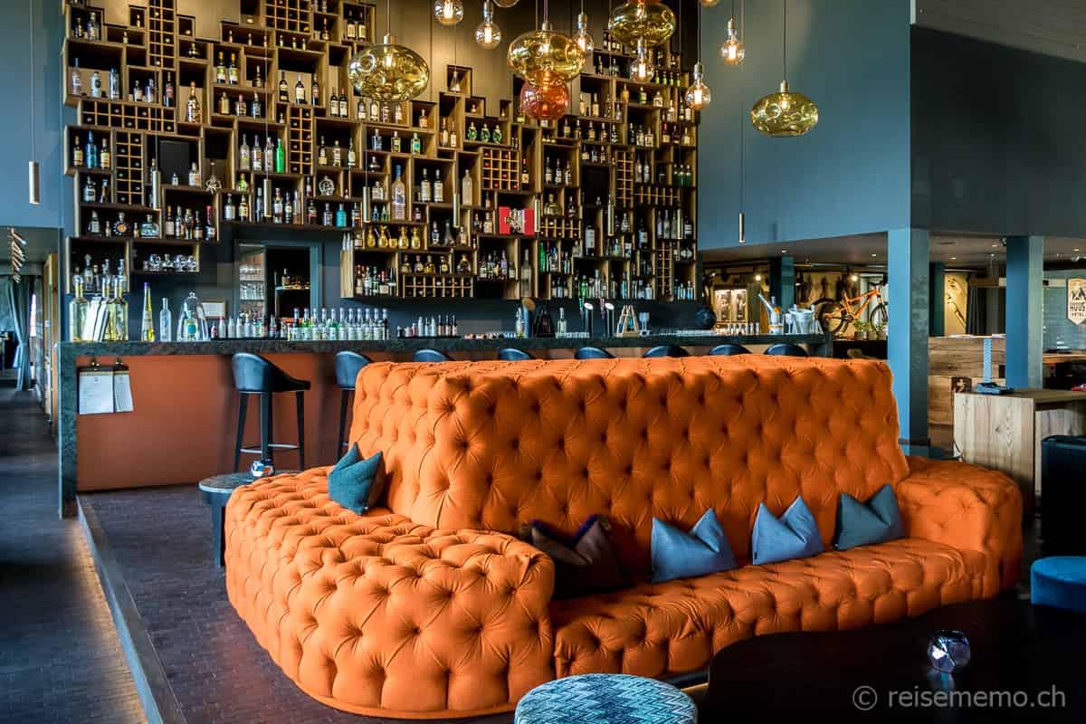 Bar und Lounge im HUUS Gstaad