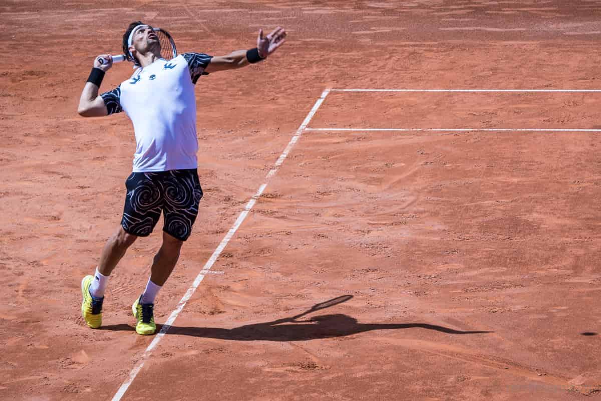 Aufschlag Fabio Fognini am J. Safra Sarasin Swiss Open Gstaad