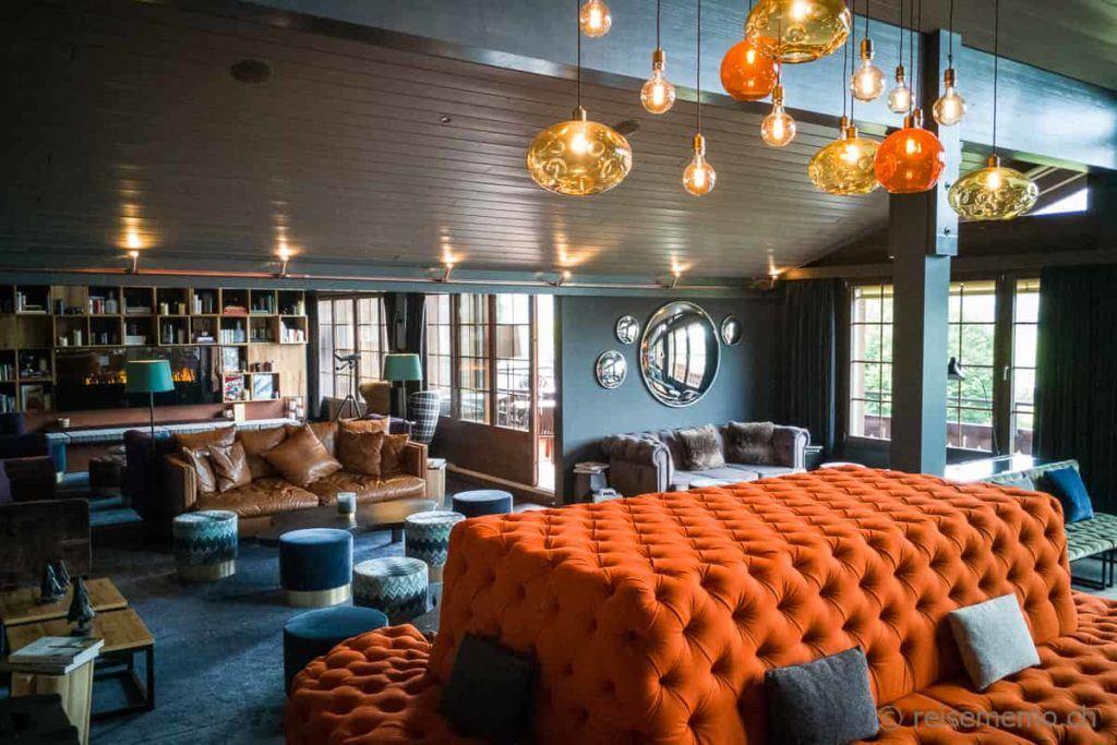 Lobby und Lounge im HUUS Hotel in Gstaad