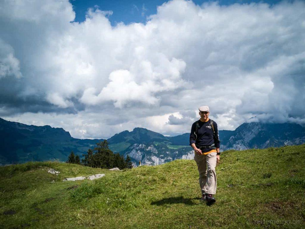 Walter Schärer wandert auf der Habergschwänd