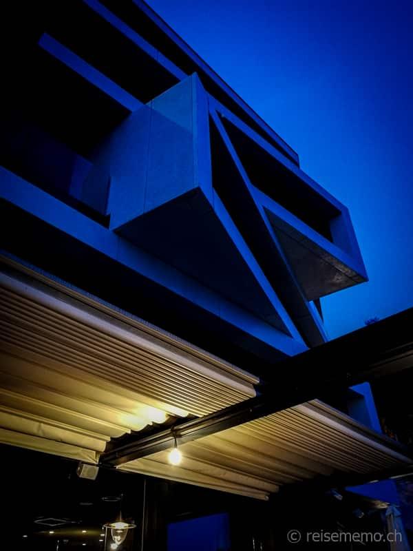 Kubische Architektur des Navis Hotels von Architekt Idis Turato