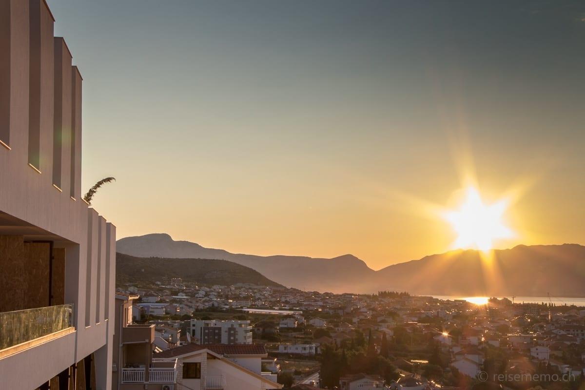 Sonnenaufgang über Trogir und Ola Hotel