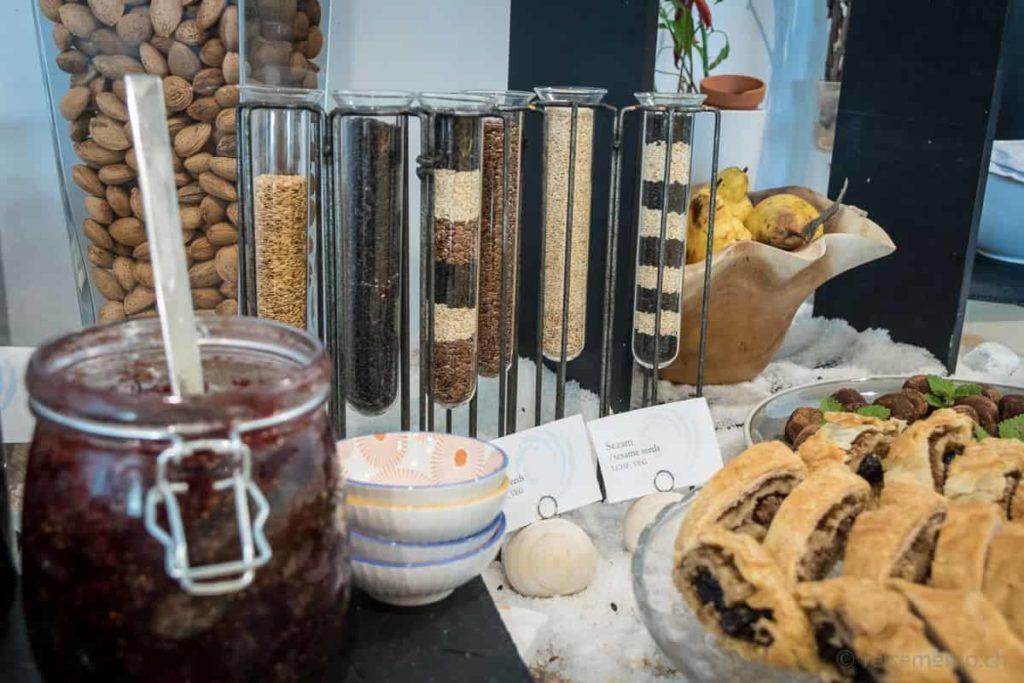 Frühstücksbuffet für Körnlipicker im Ola Hotel