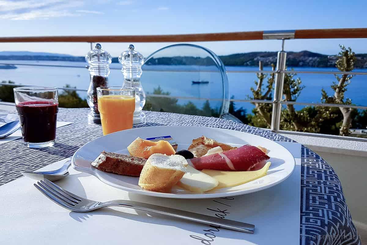 Frühstück im Ola Hotel bei Trogir