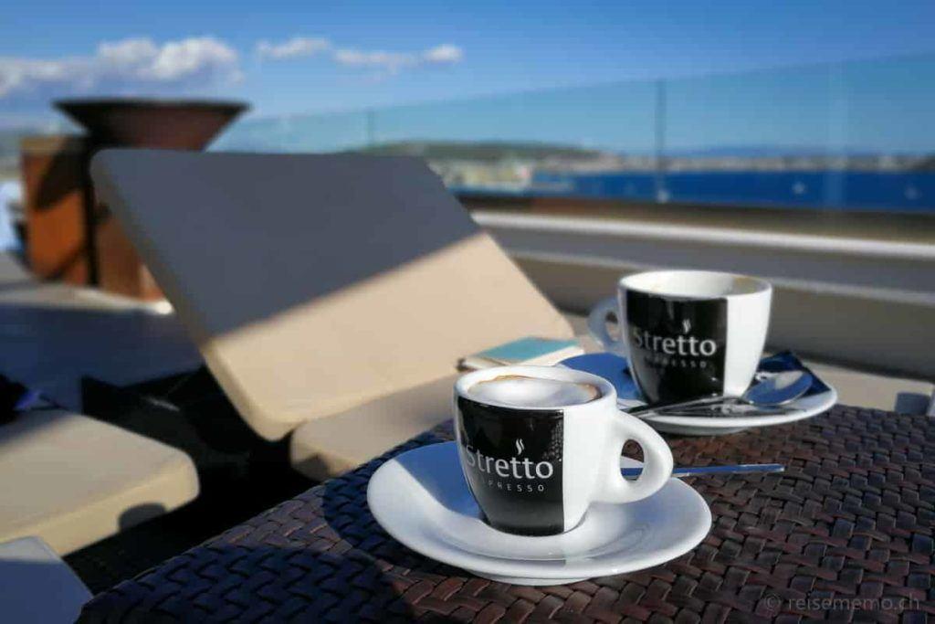 Espresso auf der Dachterrasse des Ola Hotels in Trogir