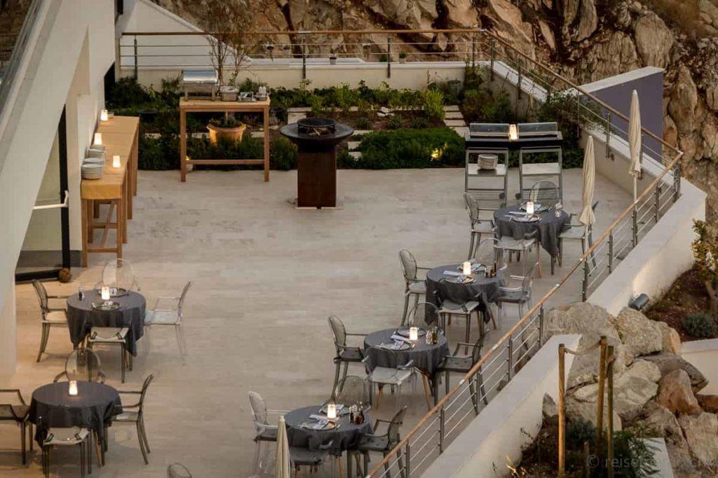 Ola Restaurantterrasse am Abend