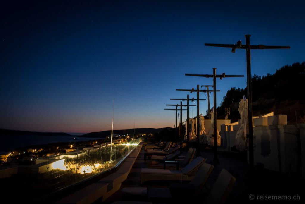 Ola Hotel Dachterrasse bei Trogir zur blauen Stunde