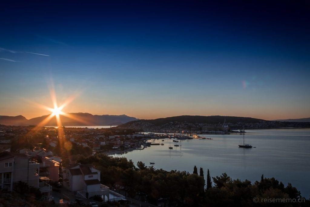 Sonnenaufgang bei Trogir in Kroatien