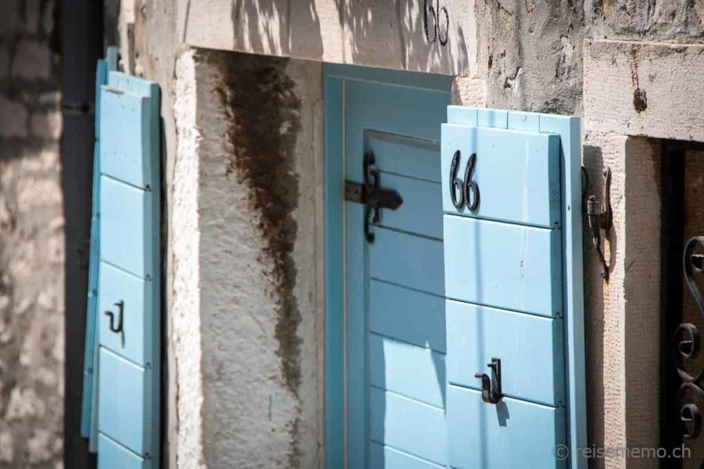 Pittoreske Fensterläden in Rovinj in Istrien, Kroatien