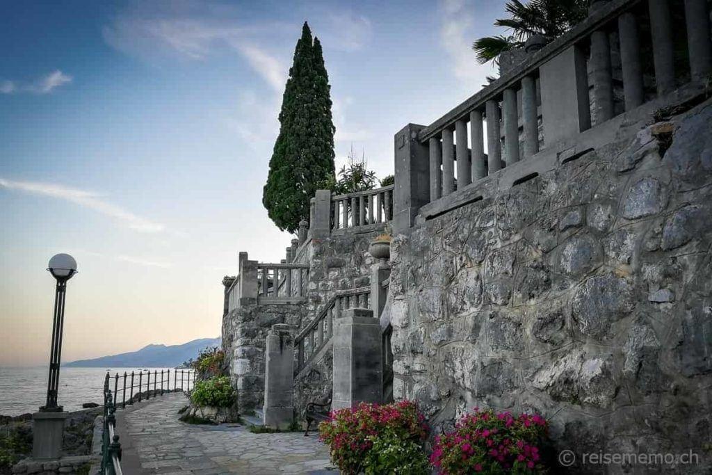 Uferpromenade bei Opatija mit Villa