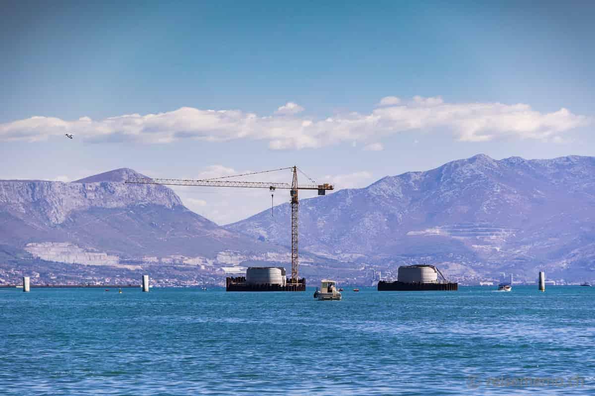 Pfeiler der neuen Brücke bei Trogir in Kroatien