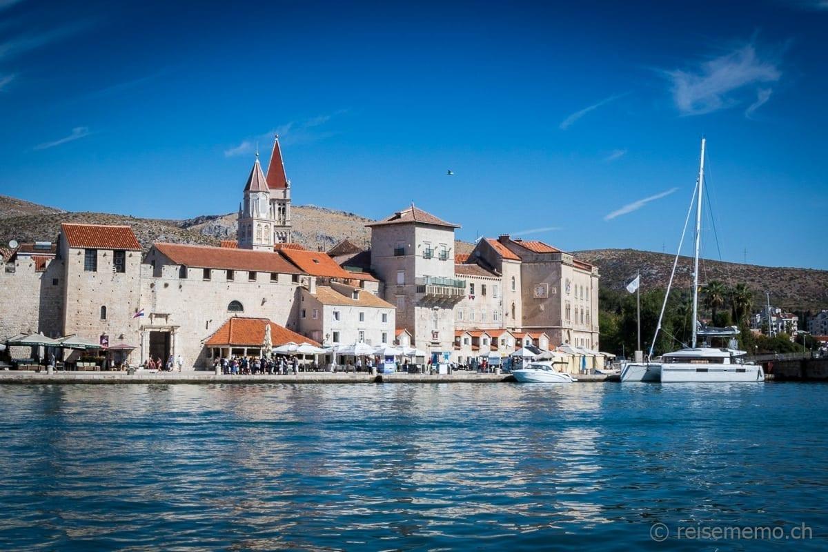 Pier und Fussgängerzone von Trogir