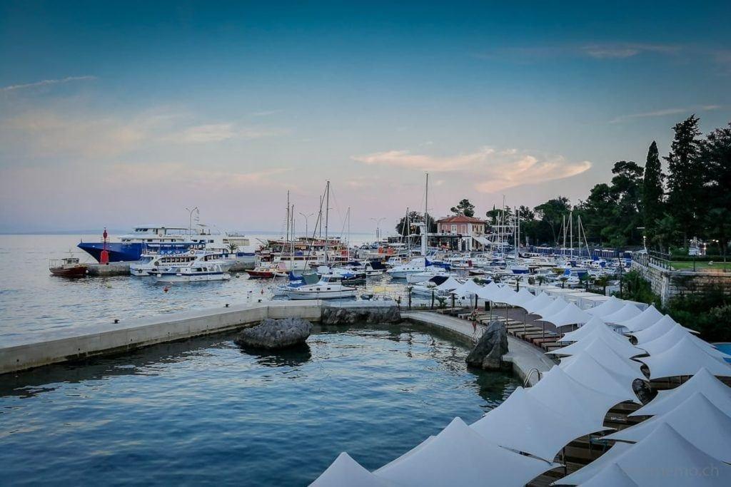 Beach Clubs in der Marina bei Opatija