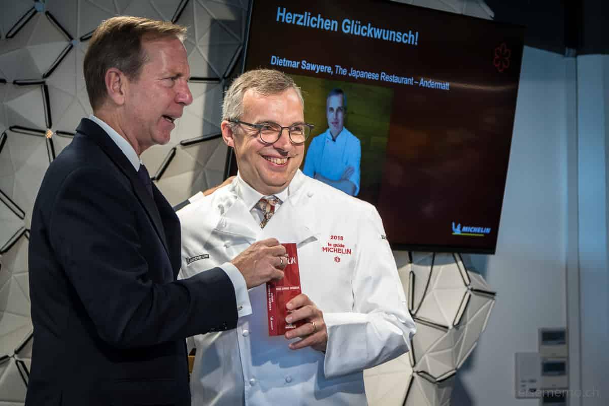 Dietmar Sawyere vom Chedi Andermatt mit Michael Ellis von Guide MICHELIN