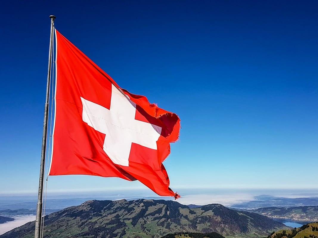 Schweizer Flagge auf dem Grossen Mythen in Schwyz