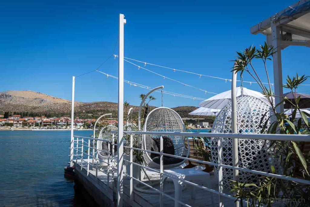 Brown Hotel Beach Club Korbstühle