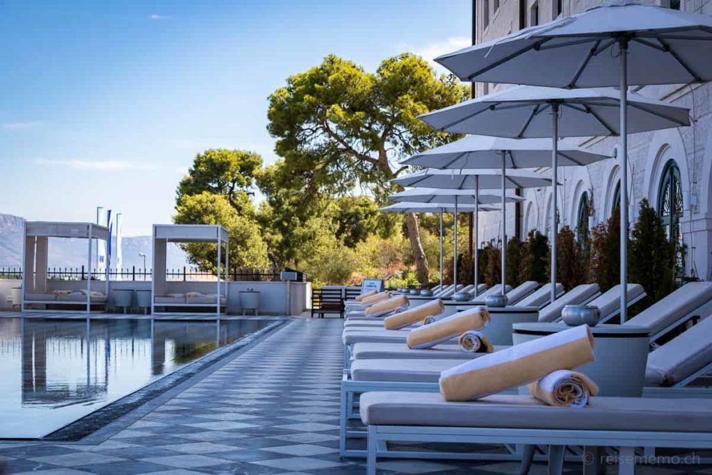 Brown Hotel Pool-Liegen