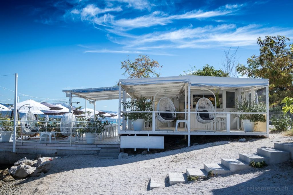 Beach Club Terrasse des Brown Hotels bei Trogir