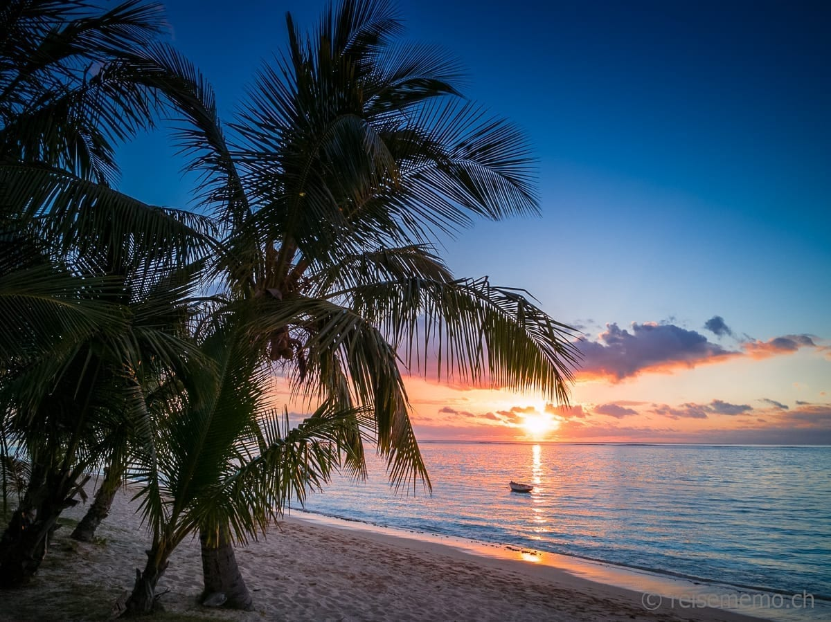 Dinarobin Sonnenuntergang am Strand bei Le Morne
