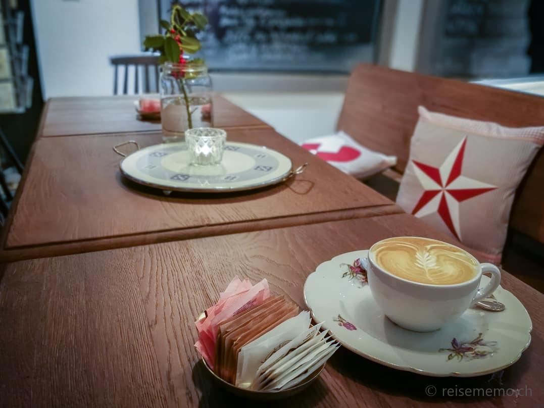 Cappuccino im KaffeeKlatsch Rapperswil