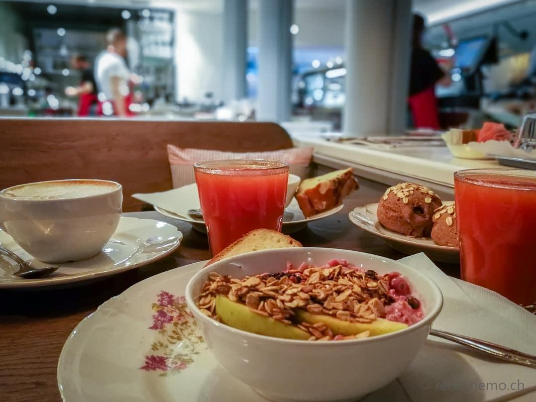 Frühstück mit Müesli, Café und Säfte im KaffeeKlatsch Rapperswil