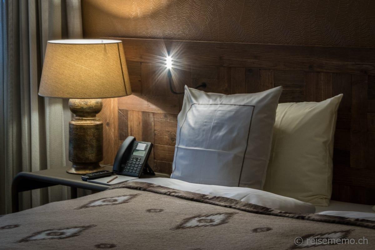 Schlafzimmer mit edlen Materialien