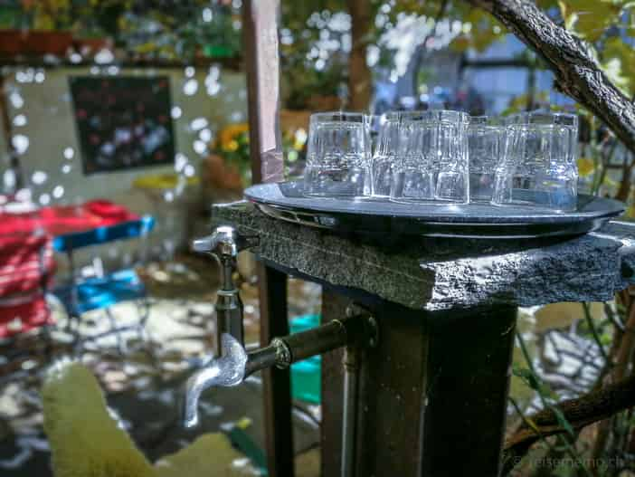 Das Glas Wasser im Kafi Paradiesli