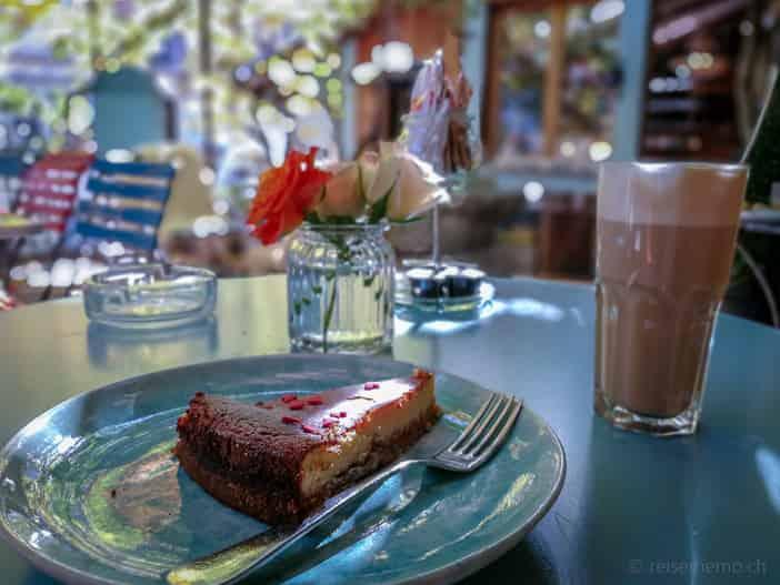 Kaffee und Kuchen im Kafi Paradiesli