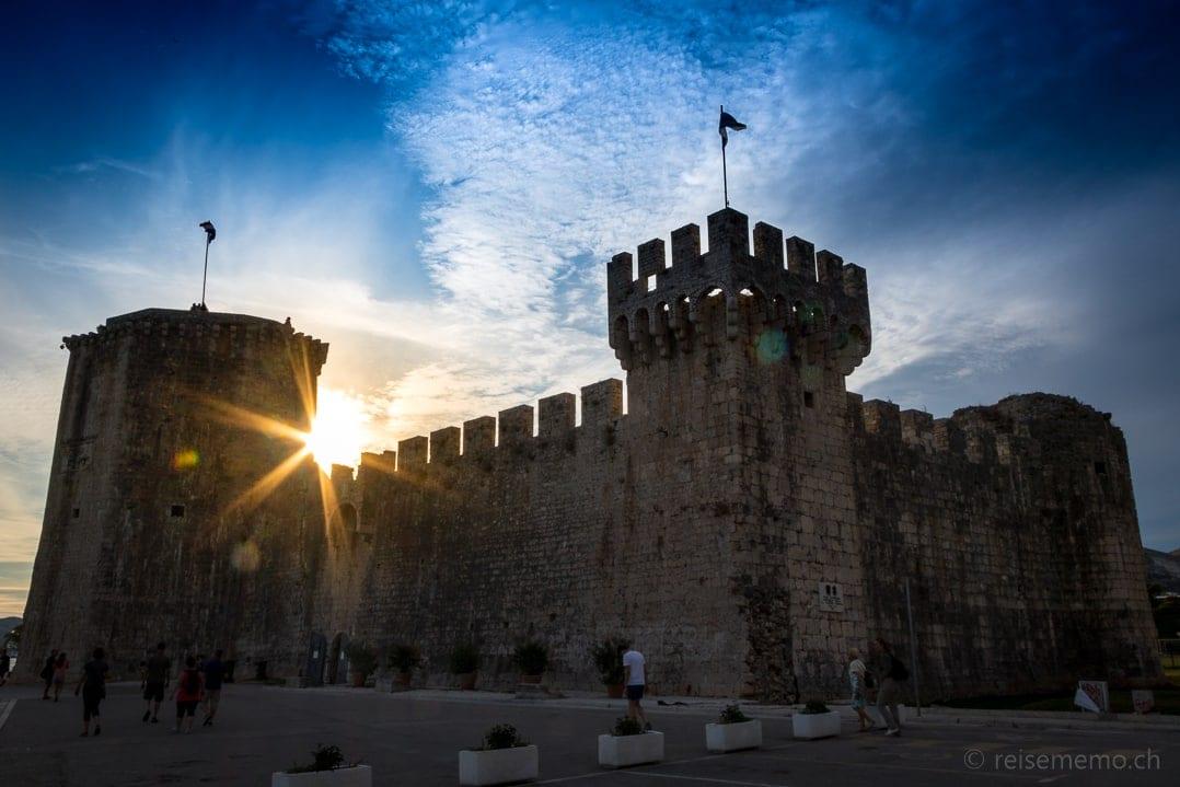 Kamerlengo Burg im Sonnenuntergang von Trogir
