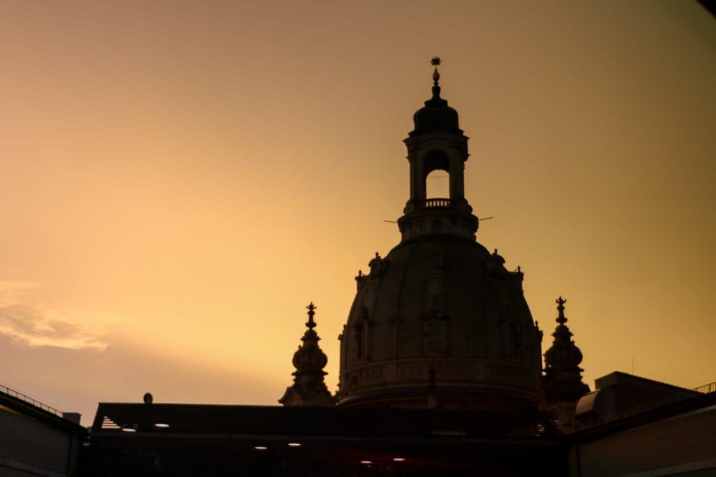 Blick auf die Frauenkirche von der Twist Sky Bar im Hotel Innside Melia Dresden