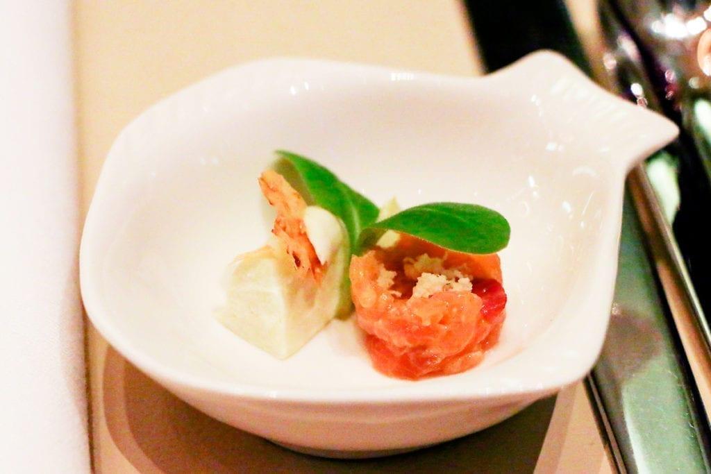 Lachstartar und Wasabi-Pannacotta im Restaurant VEN