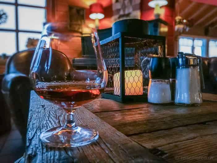 Cognac in der stimmungsvollen Lounge der Hamilton Lodge