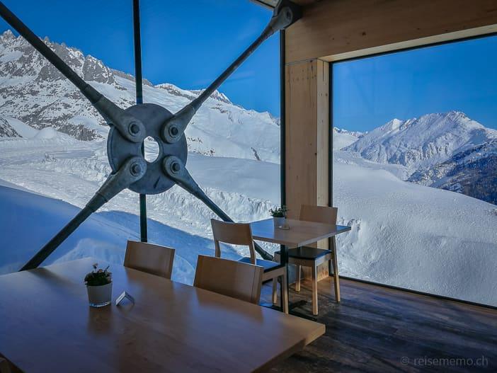 Stahlkonstruktion des Panoramarestaurants mit Aussicht auf den Grossen Aletschgletscher