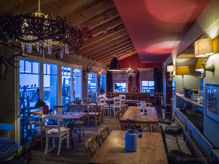 Restaurant der Hamilton Lodge mit Sonnenterrasse