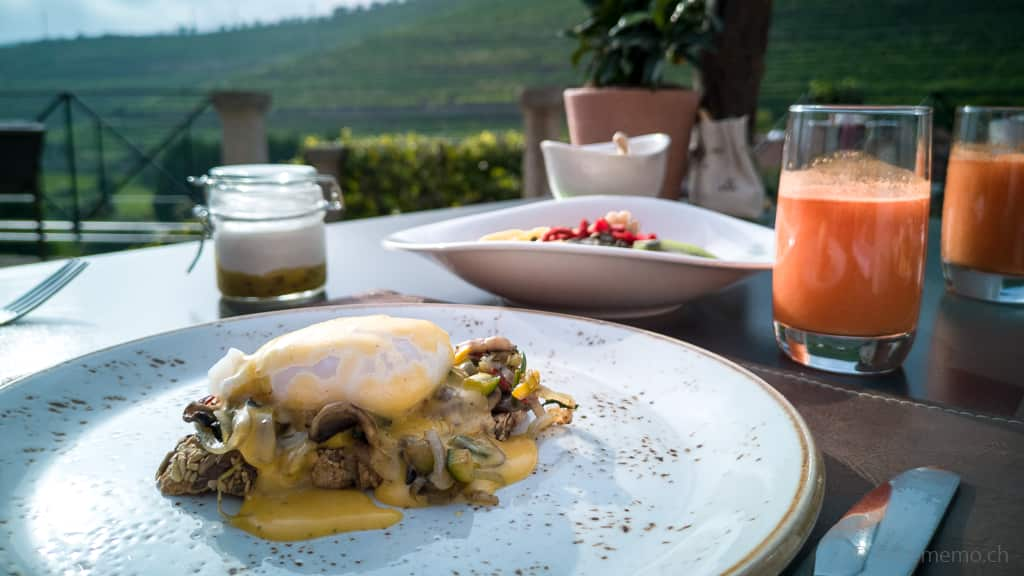 Egg Benedict im Six Senses Douro Valley in Portugal