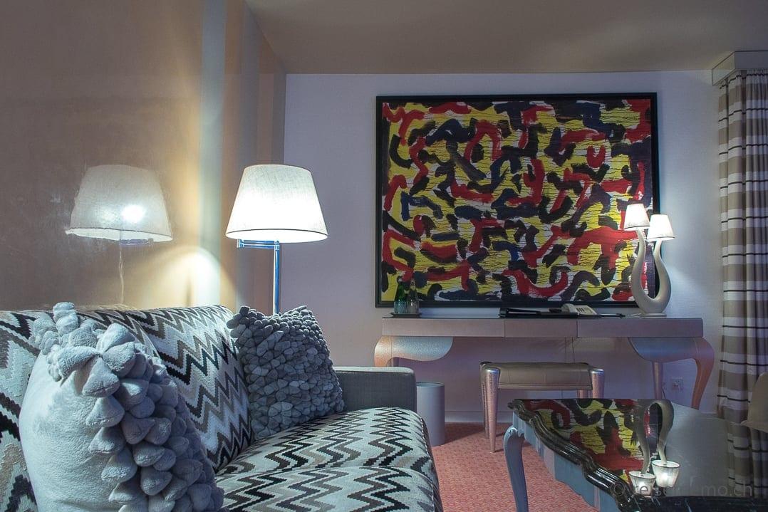 Eden Roc Deluxe-Doppelzimmer mit farbigem Gemälde