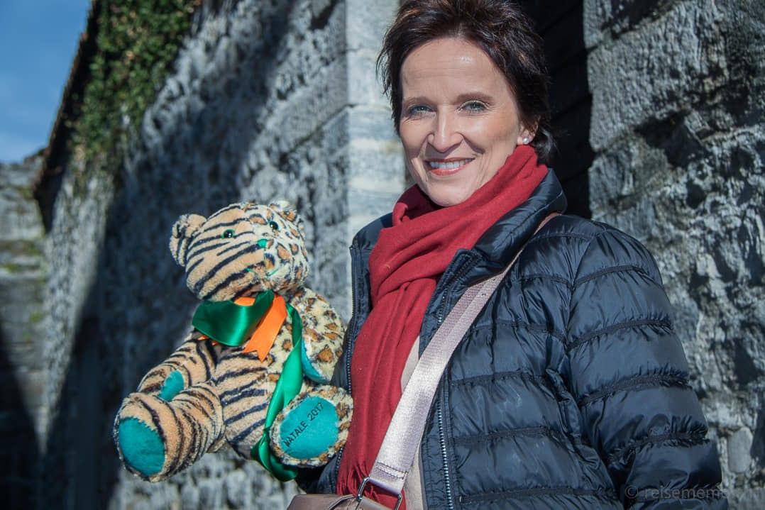 Katja mit dem Tiger-Leoparden-Bär